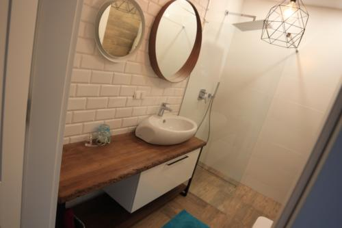 meble łazienkowe 25